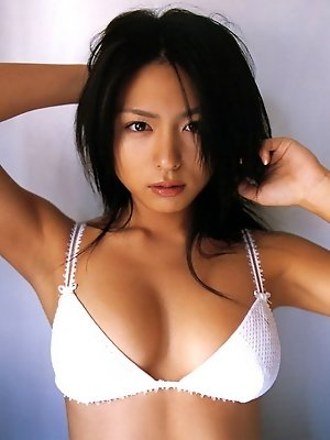 Plump breasted gravure idol with delicious curves in a bikini